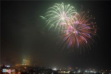 Chi gần bạc triệu xem pháo hoa trên sân thượng ở Hà Nội