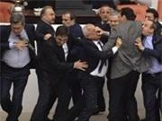 Nghị sĩ Thổ Nhĩ Kỳ tiếp tục ẩu đả trong phiên họp Quốc hội