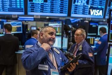 Nasdaq tăng trở lại, Dow Jones và S&P giảm theo giá dầu