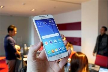 Cận cảnh Samsung Galaxy S6 với khung kim loại bo tròn