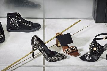 Những đôi giày lấp lánh của Louis Vuitton