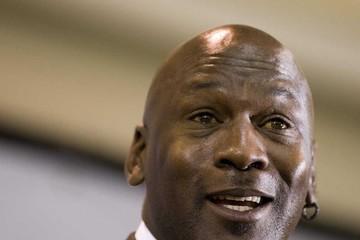 'Soi' cách kiếm tiền và tiêu tiền của Michael Jordan