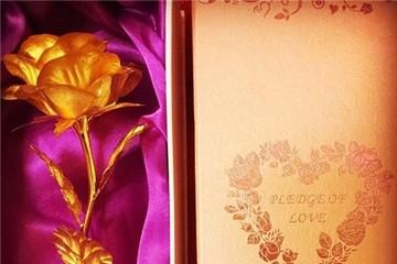 Hoa hồng dát vàng giá hơn 500.000 đồng đắt khách ngày 8/3