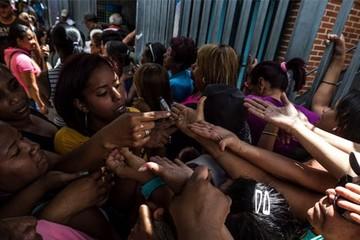 Người Venezuela sắp phải quét vân tay khi vào siêu thị
