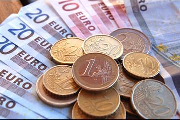 Đồng Euro lao dốc không phanh, ảnh hướng thế nào đến  TTCK VN?