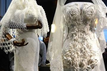 Xuất hiện chiếc váy cưới được