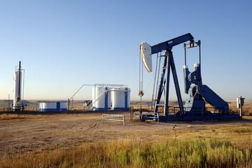 Giá dầu WTI tăng 3,6% do đồng USD giảm, xung đột tại Yemen