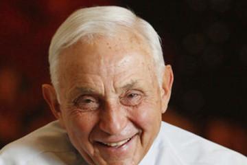 Chuyện về CEO 77 tuổi đứng đằng sau thành công của Victoria's Secret