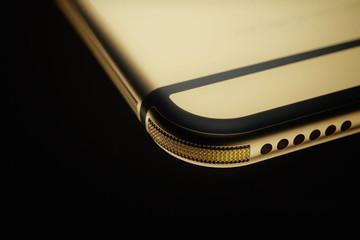 Xuất hiện chiếc iPhone 6 bằng vàng khối 18k đầu tiên