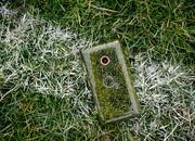 Chiếc smartphone có nắp lưng làm từ cỏ đầu tiên trên thế giới