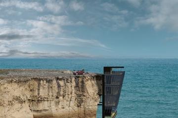Nhà treo vách đá: Khi kiến trúc thêm chất... mạo hiểm!