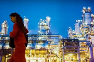 Giá dầu giảm, nhiều quốc gia đang bán tài sản kỷ lục