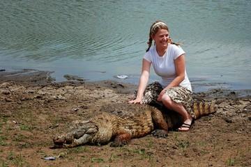 Paga - Nơi trẻ em bơi cùng cá sấu