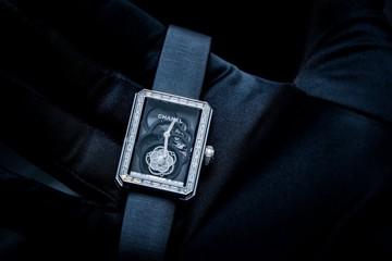 Chanel ra mắt đồng hồ lộ cơ đầu tiên cho phái đẹp
