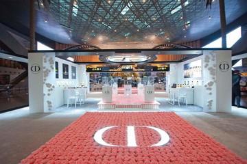Vườn hoa hồng mọc giữa sân bay Hamad