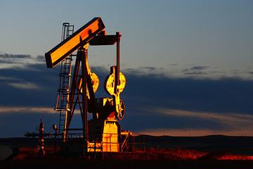 Giá dầu WTI giảm hơn 3%, xuống dưới 59 USD