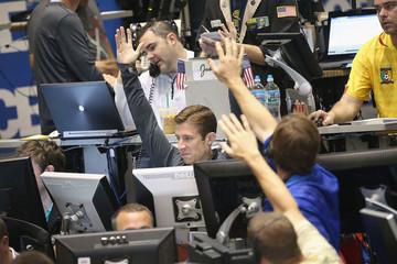 Chứng khoán Mỹ tiếp tục giảm điểm do cổ phiếu DuPont