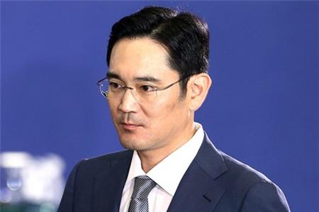 Samsung âm thầm chuyển giao quyền lực