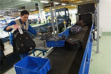 Trộm cắp hành lý ở sân bay: Nghi có thông đồng