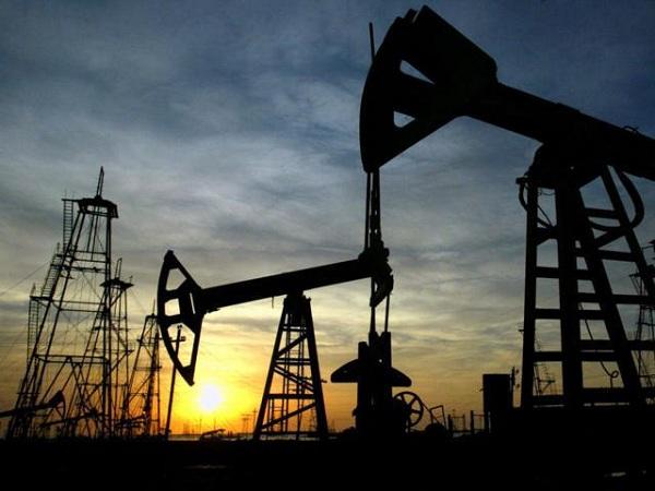Giá dầu Mỹ tăng do lo ngại bão đổ bộ vào Texas