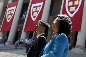 Vì sao người châu Á tốn hàng trăm ngàn USD cho tấm bằng Harvard?