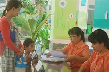Người Sài Gòn xếp hàng từ 4h xin vào trường mầm non cho con