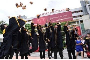 Singapore cũng đau đầu với thói sính bằng cấp