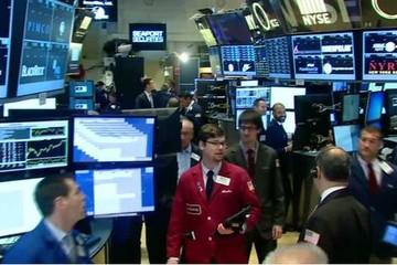Chứng khoán thế giới giảm mạnh do lo ngại về Trung Quốc, Dow Jones mất hơn 500 điểm