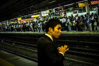 Nhật Bản: Camera đường sắt tự động nhận dạng hành khách say xỉn