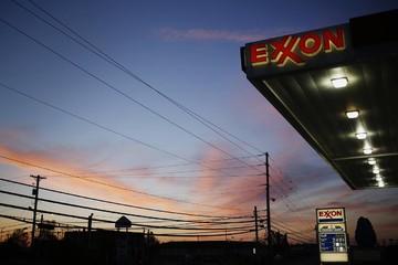 Giá dầu tăng 4% nhờ nhu cầu xăng tăng
