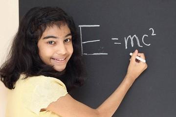 Cô bé 12 tuổi thông minh hơn Albert Einstein và Stephen Hawking
