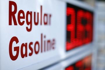 Giá dầu Brent giảm hơn 3% khi giá xăng lao dốc