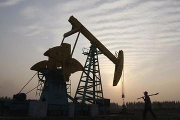 Giá dầu tăng 1% do nguồn cung giảm