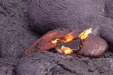 Điều gì sẽ xảy ra khi thả iPhone 6S vào dung nham?