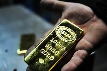 Nhà đầu tư bán tháo, giá vàng xuống sát đáy của 6 năm