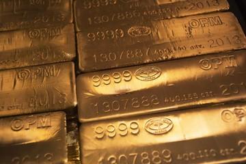 Giá hàng hóa đồng loạt lao dốc, vàng rẻ nhất hơn 5 năm