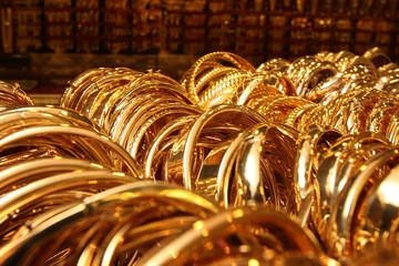 Vàng tiếp tục mất giá do USD tăng mạnh