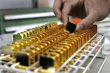 Giá vàng lao dốc do đồng USD lên cao nhất 8 tháng