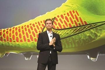 CEO Nike Mark Parker: Kiệm lời, nhưng thích cạnh tranh