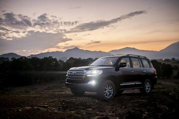 Toyota Land Cruiser phiên bản mới, giá 2,8 tỷ đồng tại Việt Nam