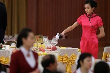PMI ngành dịch vụ của Trung Quốc xuống thấp nhất trong 17 tháng