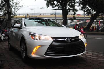 Có gì trong Toyota Camry nhập Mỹ, giá 1,8 tỷ đồng?