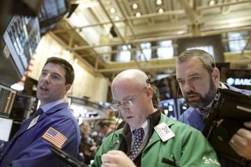 Chứng khoán Phố Wall tăng mạnh, nhà đầu tư đang giữ nhiều tiền mặt