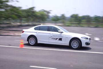 Cầm lái BMW 520i có gì hay?