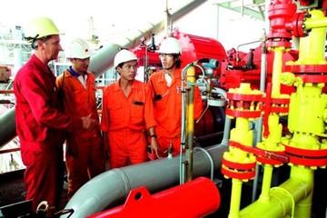 Giá dầu thấp, công nhân dầu khí vẫn sống đời