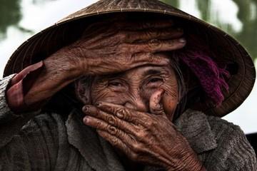 Câu chuyện về bà cụ Việt đẹp nhất thế giới