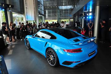 Porsche ra mắt 911, giá từ 6,7 tỷ đồng