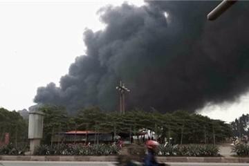 Cháy lớn tại nhà máy gạch men Viglacera Thăng Long