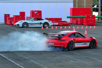 Màn drift đỉnh cao tại Porsche World Road Show 2016