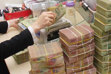 Ngân hàng khát vốn, lãi suất 'leo rào'